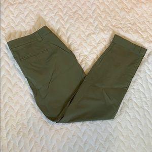 NWT Straight Leg Green Khaki GAP Pants - Sz 10